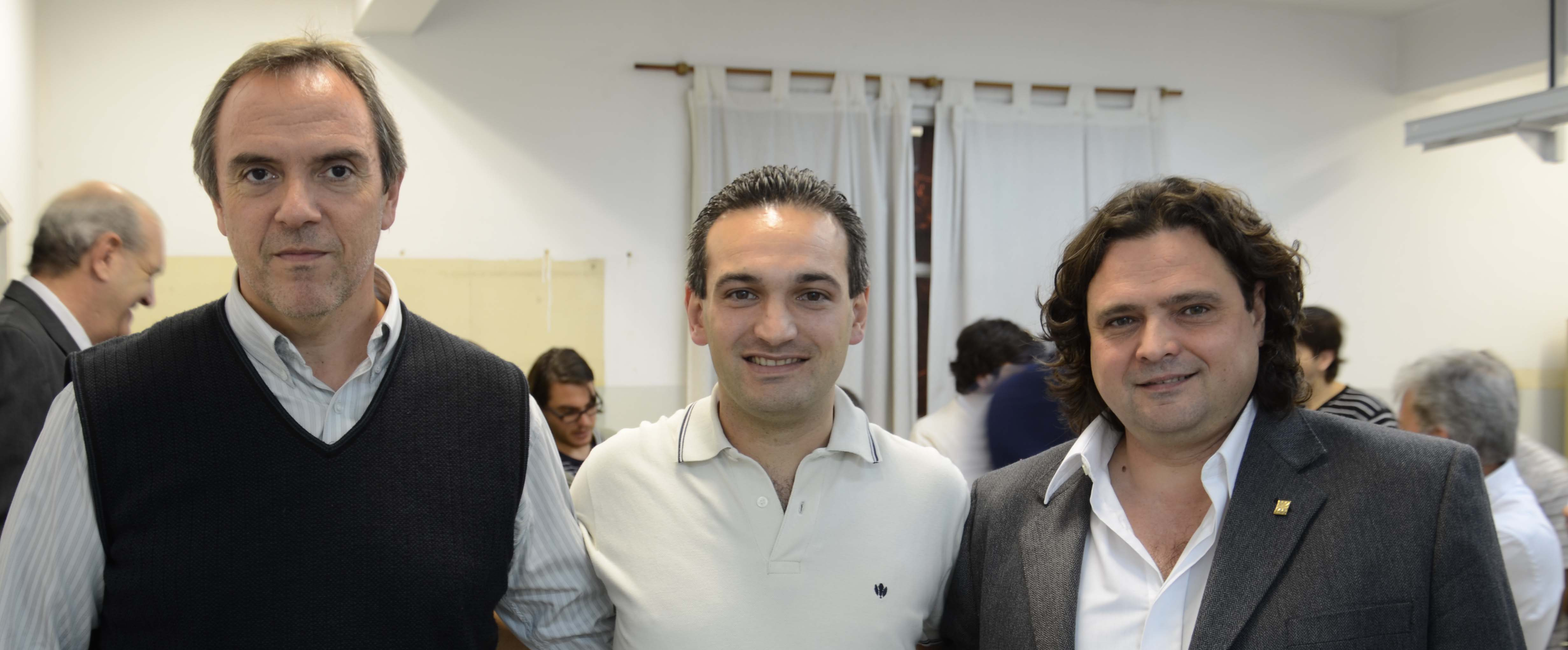 Ing. Llamedo Soria junto al Decano de UTN Buenos Aires, Ing. Guillermo Oliveto (Der) e Ing. Alejandro Furfaro (Director Depto. Ing. Electrónica)
